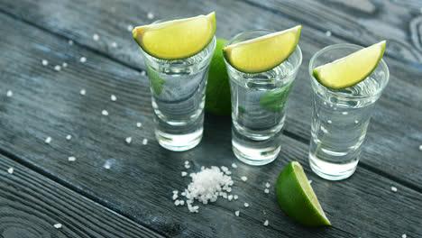 Servierte-Glas-Shots-Mit-Tequila