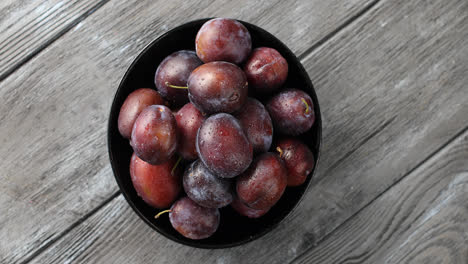 Bowl-of-wet-ripe-plums