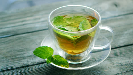 Cup-of-tea-with-mint