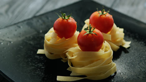 Spaghetti-rolled-in-balls-with-tomatoes