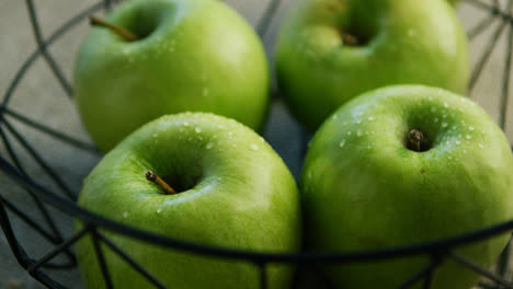 Green-apples-in-bowl-