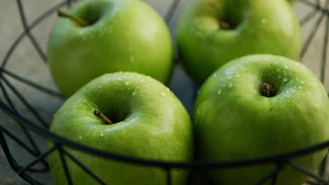 Manzanas-Verdes-En-Un-Tazón