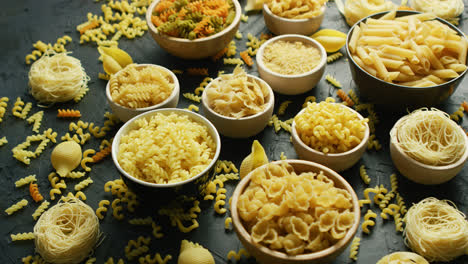 Different-sorts-of-macaroni-in-bowls