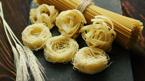 Uncooked-spaghetti-and-wheat