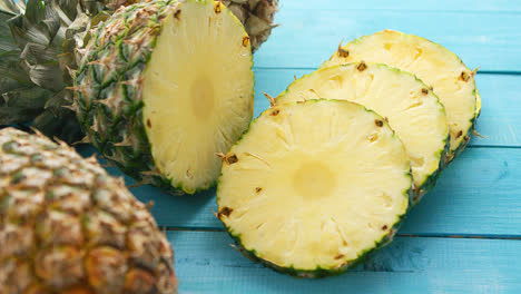 Slices-of-fresh-pineapple