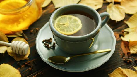 Tasse-Tee-Mit-Zitrone