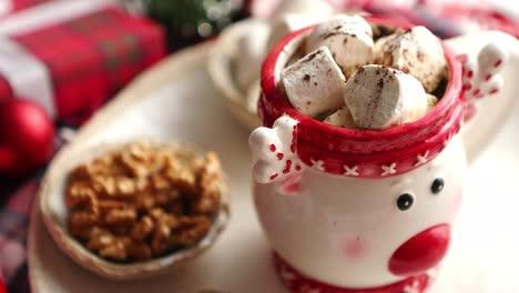 Delicioso-Chocolate-Caliente-Casero-De-Navidad-O-Cacao-Con-Malvaviscos