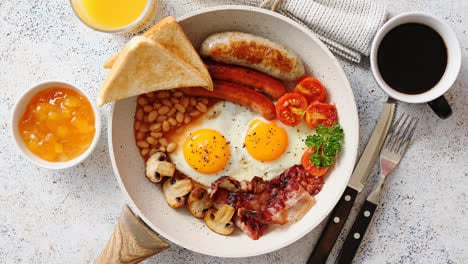 Traditional-Full-English-Breakfast-on-frying-pan-