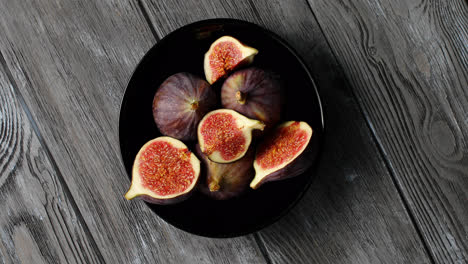Halves-of-figs-served-on-plate