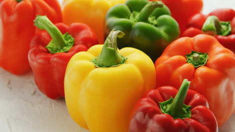 Multicolored-bell-peppers-in-heap