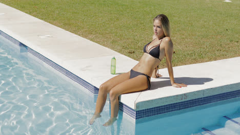 Attractive-woman-posing-on-poolside
