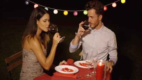 Romantisches-Paar-Feiert-Valentinstag