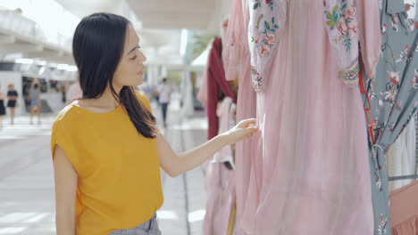 Girl-exploring-clothing-in-mall