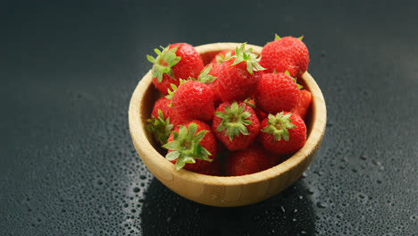 Small-bowl-of-fresh-red-strawberry