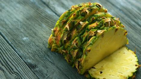 Slices-of-yellow-pineapple