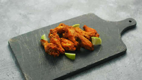 Chicken-wings-with-lime-slices