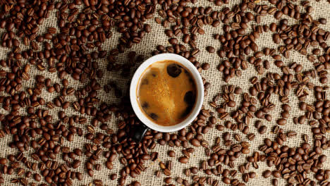 Taza-De-Café-Expreso-Y-Granos-De-Café
