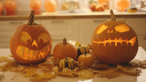 Spooky-jack-o-lanterns-and-small-pumpkins