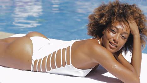 Amazing-fit-model-posing-in-pool