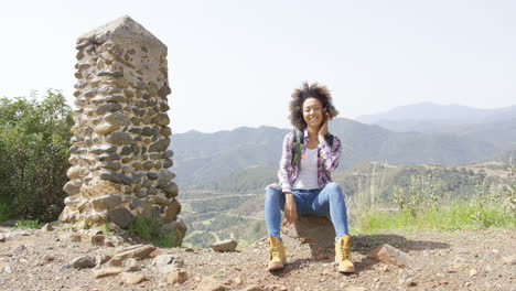 Smiling-young-woman-on-mountain