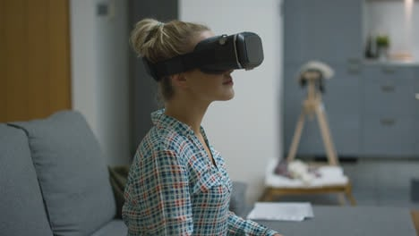 Young-woman-in-VR-headset