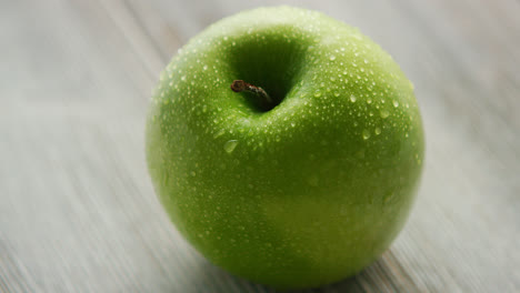 Green-ripe-apple-with-water-drops-