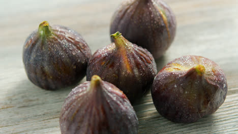 Wet-washed-whole-figs-on-table