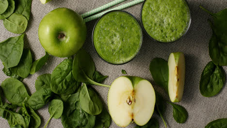 Green-smoothie-with-ripe-ingredients