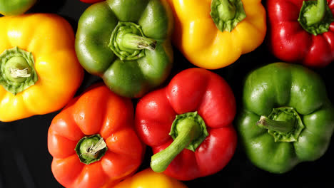 Ripe-peppers-of-different-color