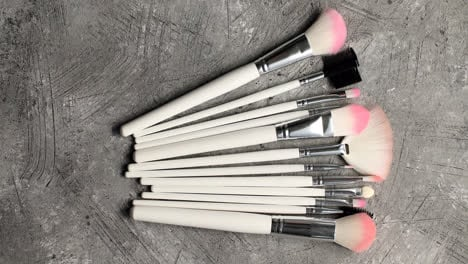 Composition-of-makeup-brushes