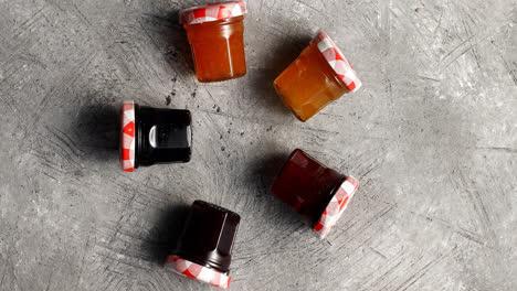 Small-jars-with-various-marmalade
