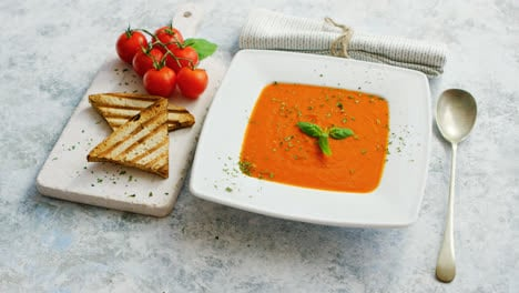 Tomato-soup-served-with-crisp-bread