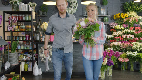 Couple-leaving-shop-with-bouquet