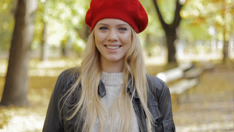 Woman-in-red-beret-walking-in-park