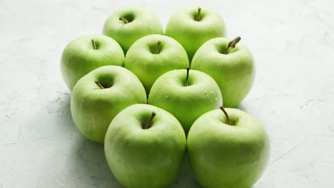 Ripe-green-apples-in-drops