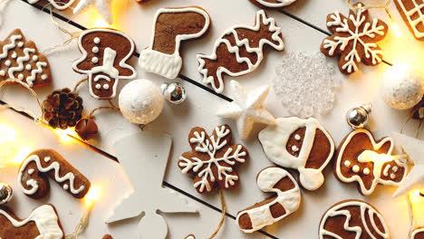Composición-De-Dulces-Navideños-Galletas-De-Jengibre-Con-Decoraciones-De-Navidad