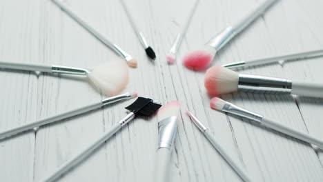 Maquillaje-Cepillado-Colocado-En-Círculo