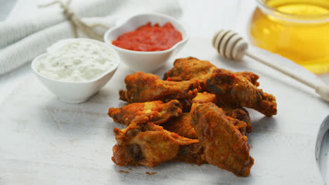 Fried-chicken-wings-in-served