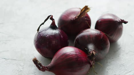 Red-onion-bulbs-on-white-table