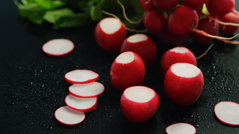 Small-red-radish-in-slices