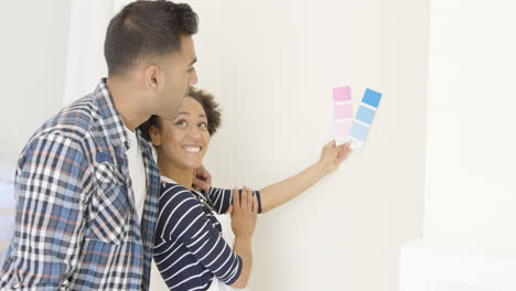 Young-couple-choosing-a-paint-color