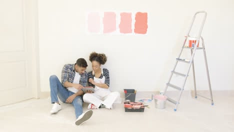 Young-couple-use-tablet-to-discuss-colors
