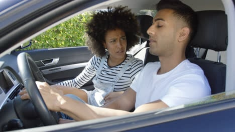 Young-couple-having-a-serious-talk-in-a-car