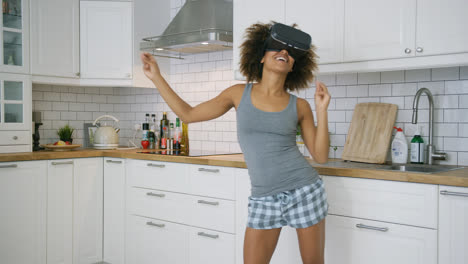 Laughing-woman-in-VR-glasses-dancing