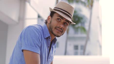 Hombre-Guapo-Con-Sombrero