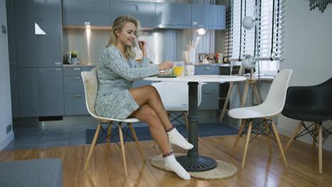 Young-woman-having-nice-breakfast