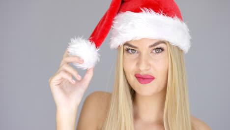 Linda-Y-Adorable-Chica-Rubia-Jugando-Con-Sombrero-De-Santa-Claus