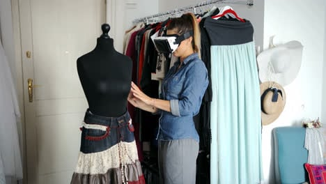 Female-tailor-in-VR-headset