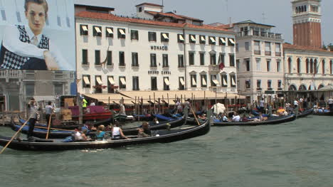 Venice-Lots-of-gondolas