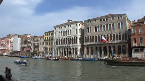Venice-palaces-on-the-Grand-Canal